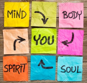 29120761-mente-corpo-spirito-anima-e-voi-l-equilibrio-o-il-benessere-concetto-scrittura-a-mano-su-foglietti-c-Archivio-Fotografico